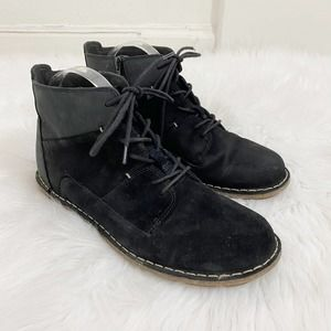 Clarks Women's Black Suede/Nubuck Lace Up Boots